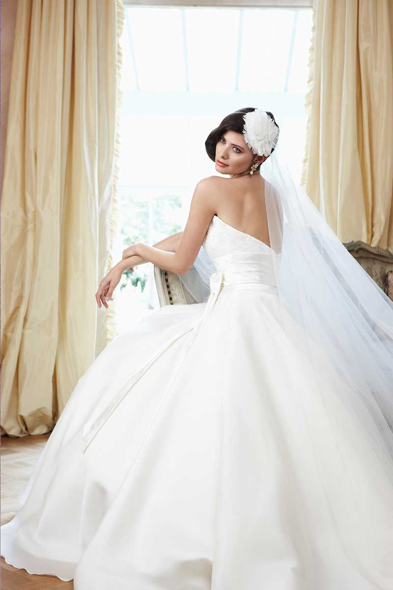 Picture of 'Hayley' by Sassi Holford Wedding Dress