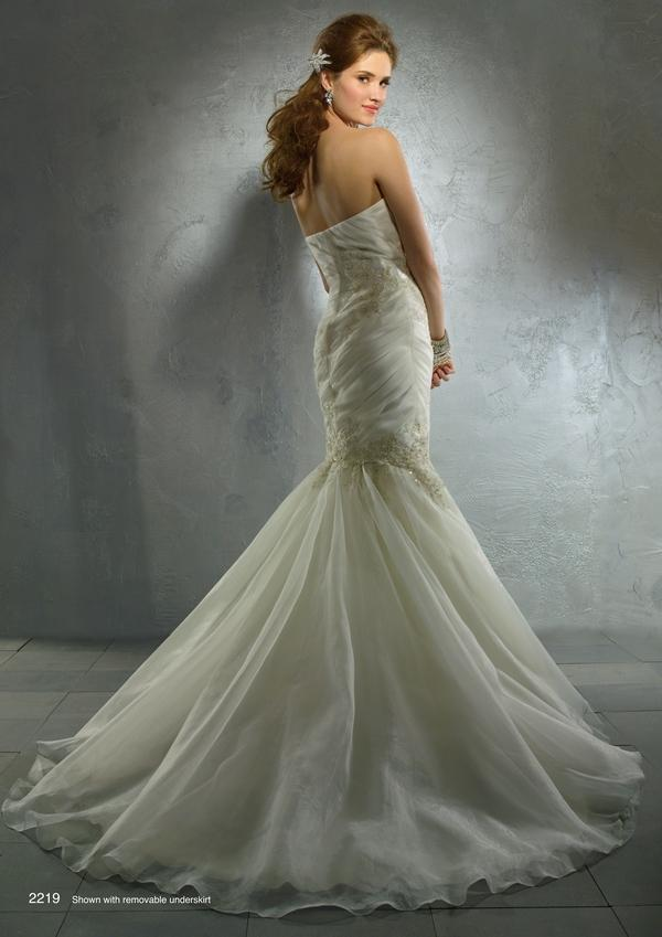 Picture of 2219 wedding dress from the Alfred Angelo Autumn 2011 Collection