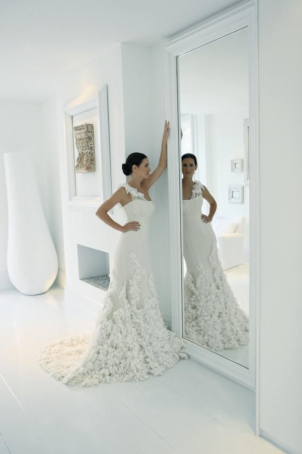 Wonderland wedding dress from the Suzanne Neville L'Amour 2011 Collection