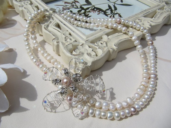 Pearl necklace from Bella Rox